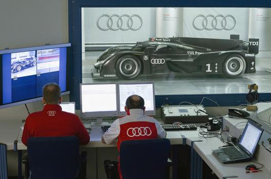 Audi-R18-reveal-04s