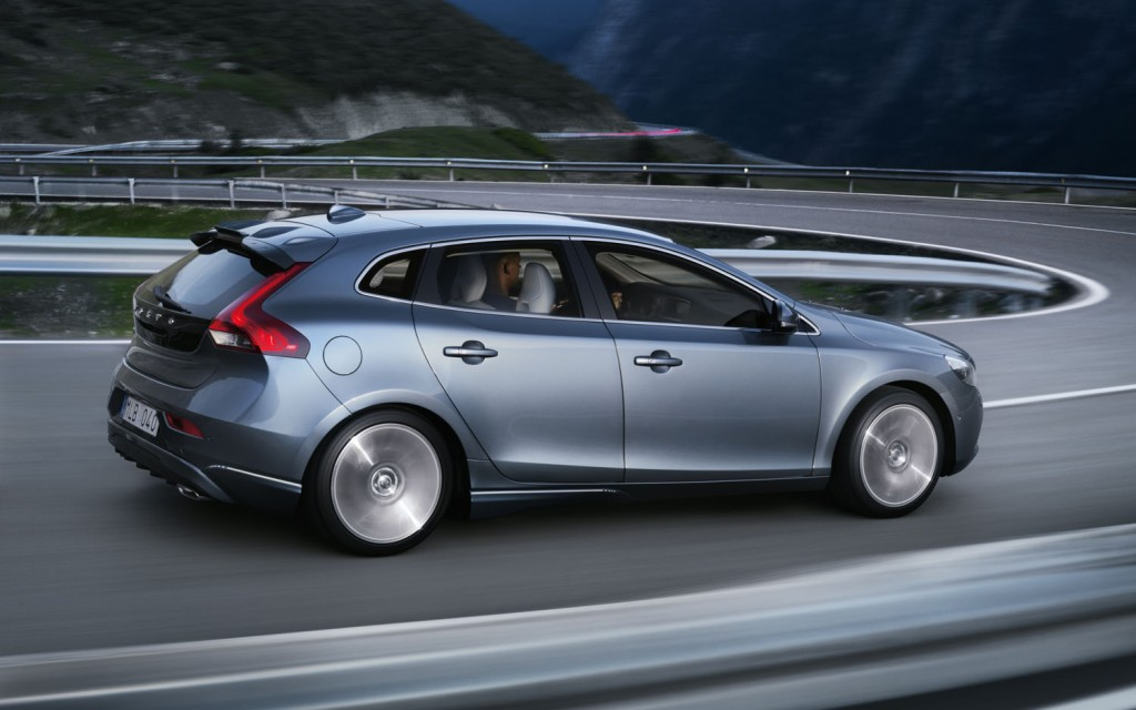 2012-Volvo-V40-rear-three-quarter