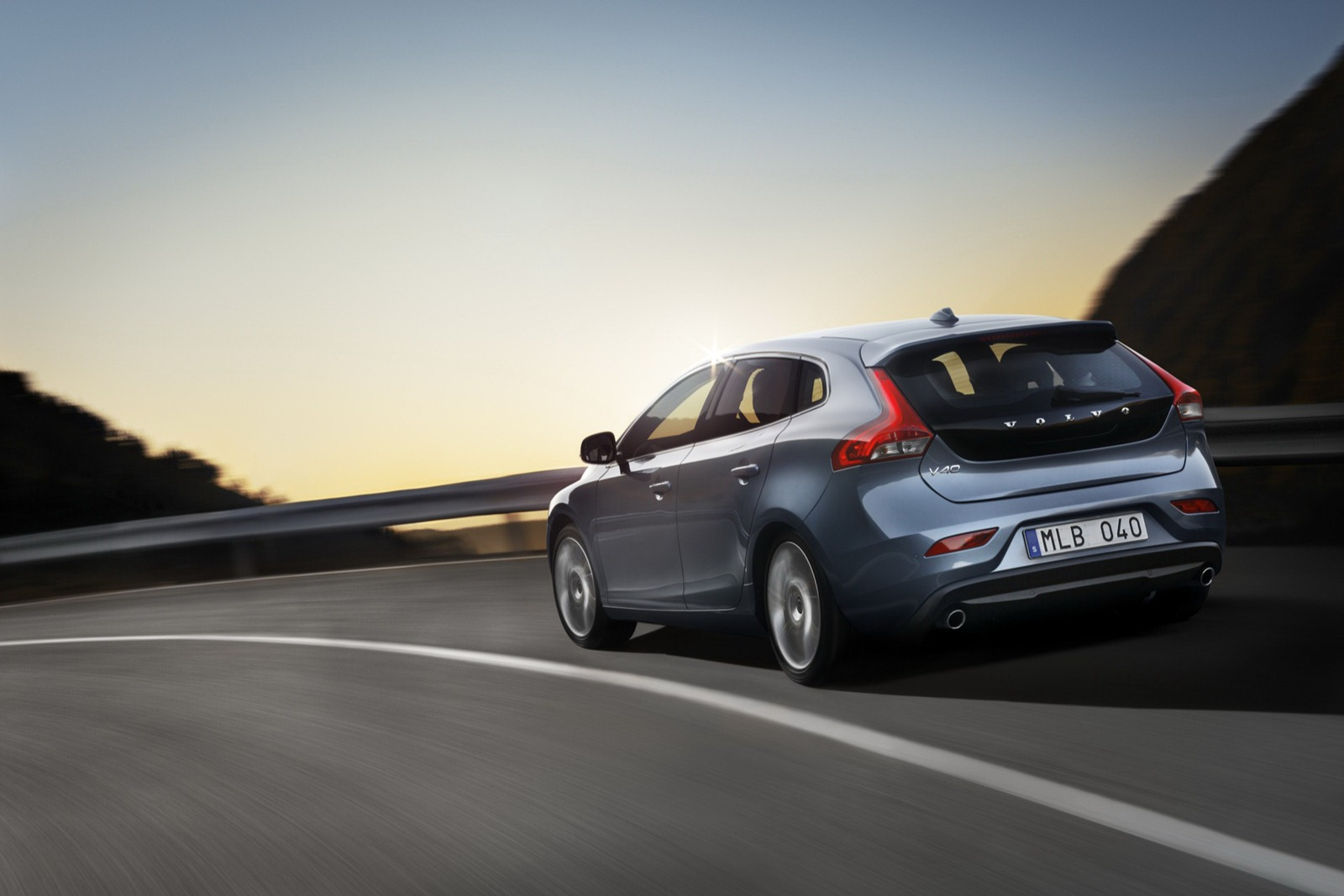 2012-volvo-v40-officially-revealed-photo-gallery_3